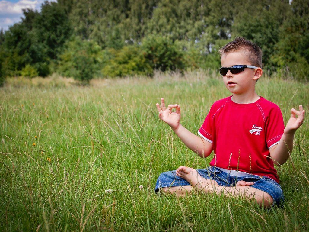 Cum poți preda mindfulness copiilor?